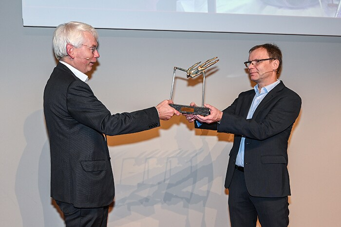 Jens received the award from Henk van Houten, Chief Technology Officer at Philips.